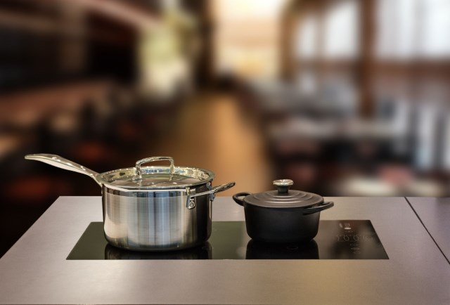 Built-in induction unit for hot buffet